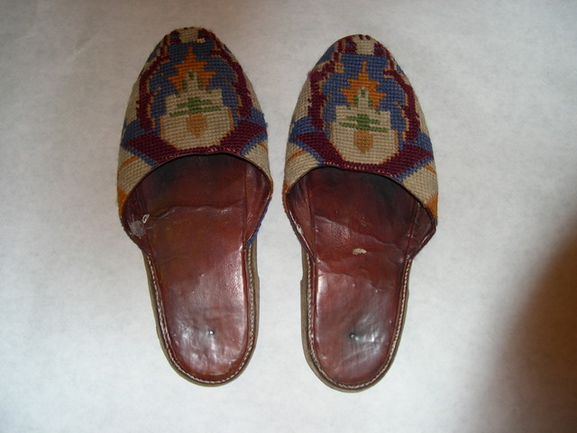 N 02 - Embroidered slippers