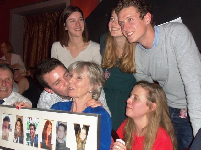 granddchildren-and-adrien-kissing-mormor